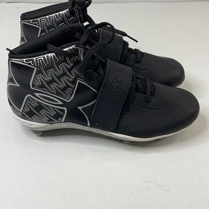 MENS UNDER FOOTBALL ARMOUR CLEATS